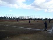 球技大会 ソフトボールをする様子