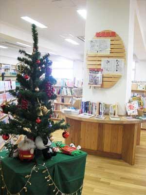図書館内のクリスマスツリー