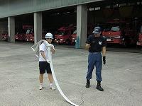 消防署でホースを使った実習