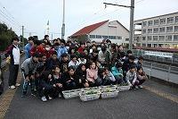 植え終えたプランターは秩父鉄道桜沢駅へ設置し 全員で記念撮影