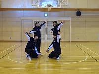 ダンスをする生徒